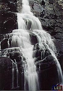 颱風前的瀑布景觀(數位相機:DC-350)。
