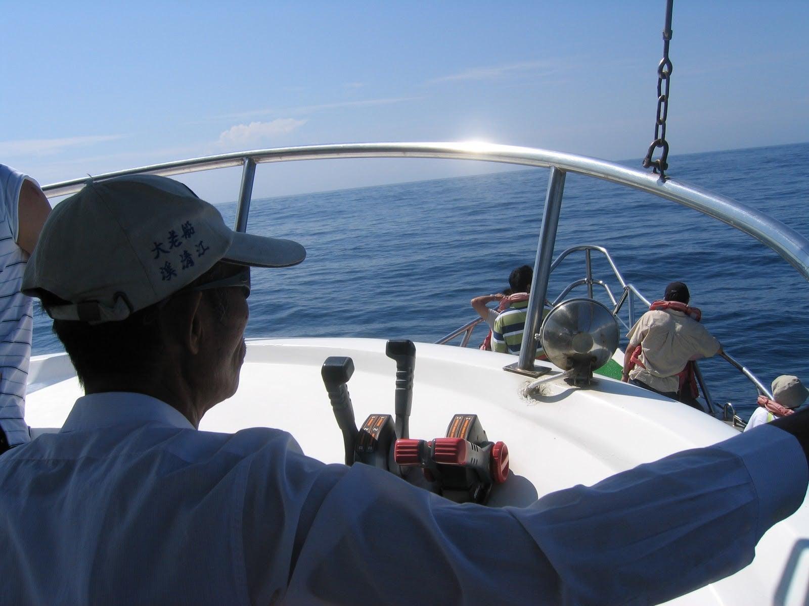 花東三日 4 人吃吃喝喝微旅行|花蓮、台東民宿住宿、藍白公路、海洋賞鯨 2005 Hualien Taitung travel Taiwan Whale Boat Captain