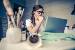 woman thinking research Laptop room 在 Google GCP 雲端平台與 Bluehost 架設 WordPress 的網速效能比較