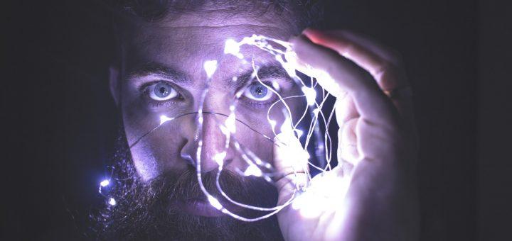 face man holding string lights network 作品創作