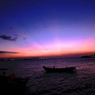 淡水輕舟與河面夕陽