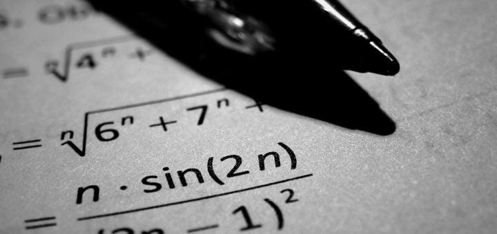 night theme numbers black and white pen mathematical formula 圓周率 pi π 小數點後 10000 位精度紀錄