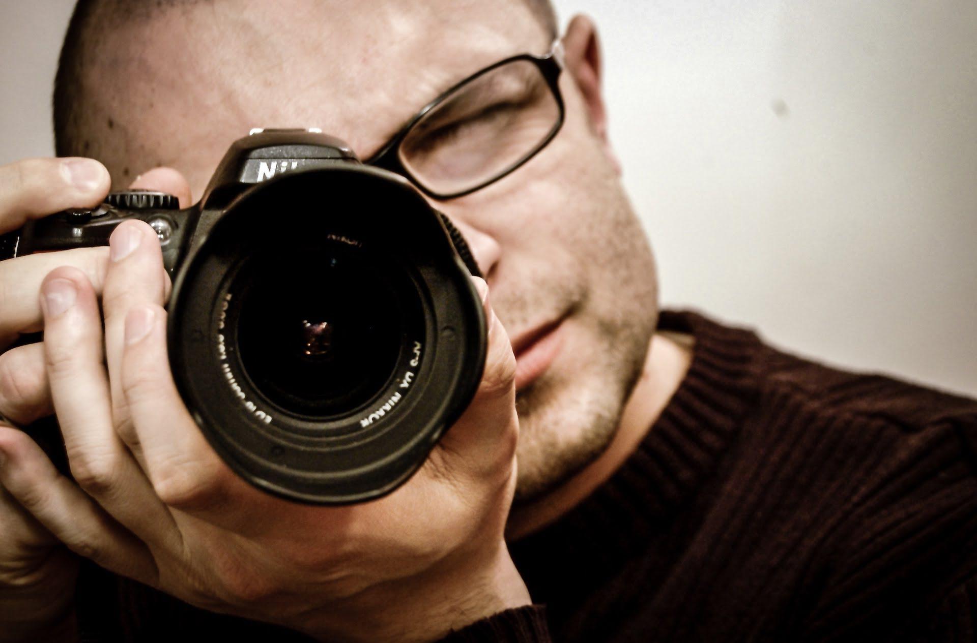 man camera photographer lens nikon 購買攝影器材前一定要搞懂的專有名詞(初學新手篇)