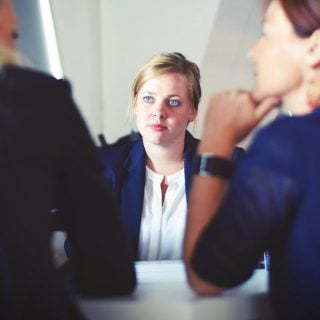 businesswoman interview meeting teacher meeting school 甘特圖 Gantt chart 專案管理/軟體推薦
