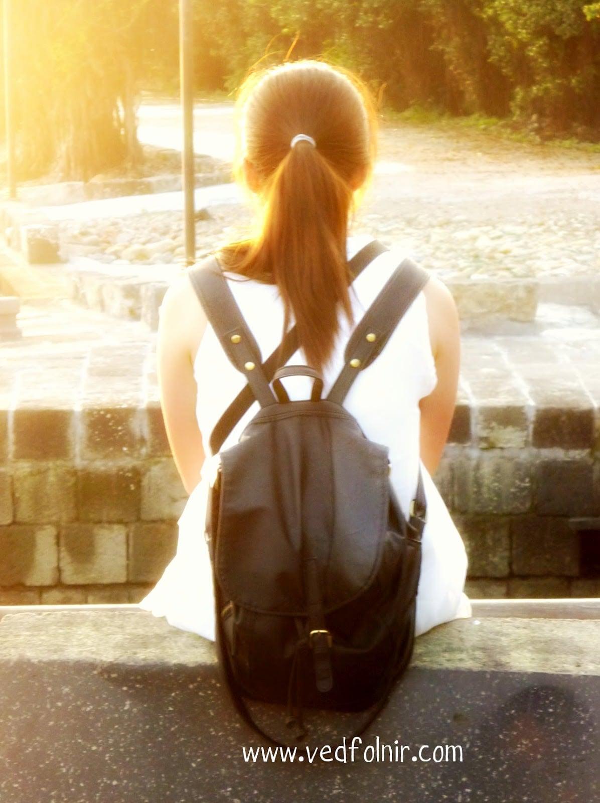 淡水河岸旁的陽光少女