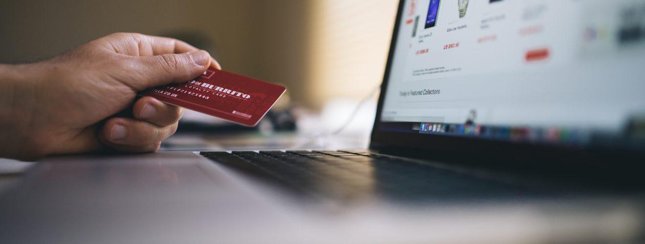 working macbook computer keyboard wifi security hacker 五月謬政/財政部規劃 海外網購逾 2000 元將課稅