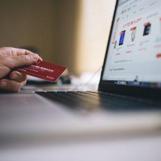 working macbook computer keyboard wifi security hacker 在旅行社買旅遊機票也遭詐騙,慎防ATM解除信用卡分期詐騙手法