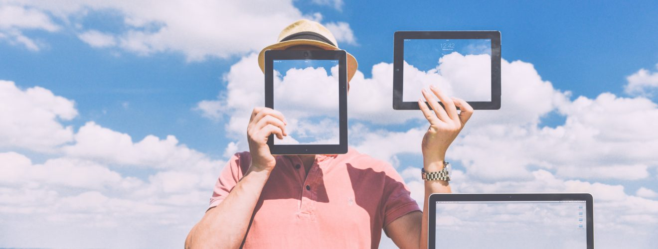 nature laptop outside macbook blue sky tablet 你願意花多少錢購買「平板電腦」和「智慧型手機」?