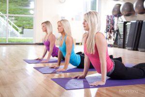 three women gym Yoga exercises 約瑟夫札記:在科學園區健身房愛上緯來體育台女主播