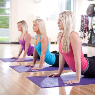 three women gym Yoga exercises 約瑟夫健身房日誌:光頭大叔?外國帥哥?我通通不想看見啊!