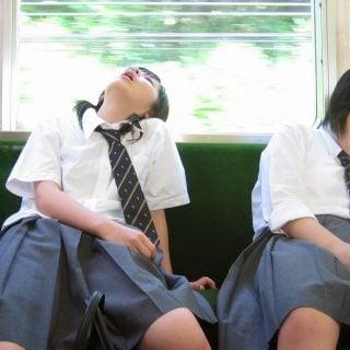 Japanese Girl sleep on Train MRT 台北市公車站打算學台北捷運當個吵鬧聒噪人