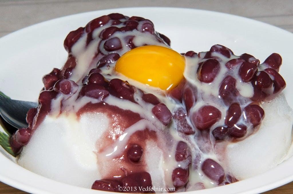 shaved ice with red beans milk egg in nanao Yilan 03 搭火車去南澳「建華冰店」吃紅豆牛奶冰加雞蛋|宜蘭旅遊
