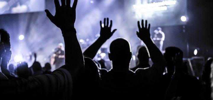 people club music raising hands silhouette event night 串聯貼紙與徽章