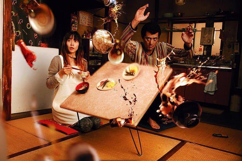 Hiroshi-Abe-羅馬浴場-阿部寬-翻桌-截圖-vedfolnir