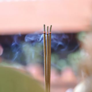 廟宇燒香祈福-Temple-Burn-Incense-Vedfolnir