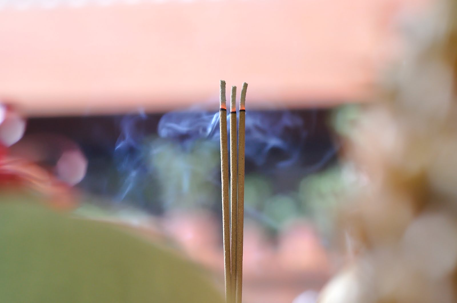 廟宇燒香祈福-Temple-Burn-Incense-Vedfolnir