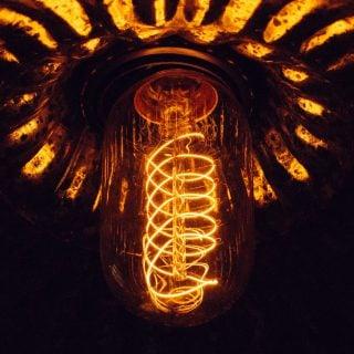 art blur bright bulb lamp energy power 電源供應器 80Plus 能源效率與不斷電系統 UPS 電量是否足夠之問題探討