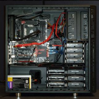 電腦主機內部。