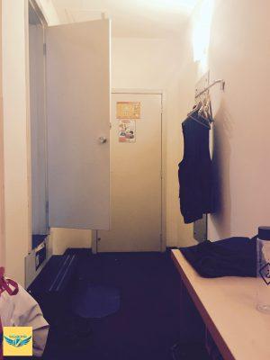 7天連鎖酒店(7 Days Inn)的房間門口與廁所門口位置。