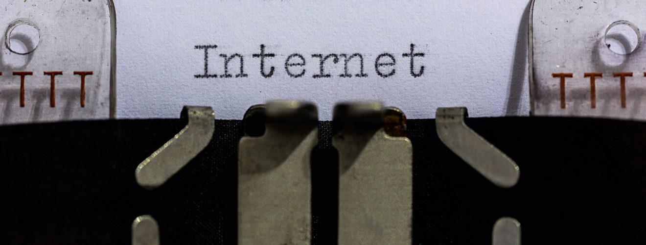 Internet Image Dennis Skley CCLicence 查詢購買 .com .net 等網域名稱的 3 個經驗談(電商、新創相關)