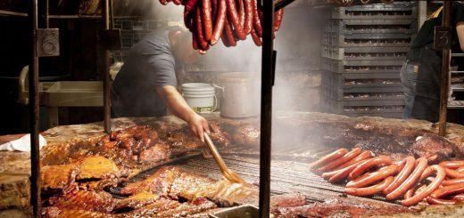 Brushing Meats BBQ Sauce 20110910 健康飲食/學會烤肉 3 步驟 讓你吃得安全又健康