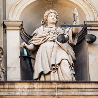 Law Justitia 20130928 醫療器材查驗登記審查準則/部分條文修正草案說明