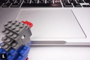 Apple Macbook Pro Touchpad 蘋果筆記型電腦觸控板(攝影/林金亮)