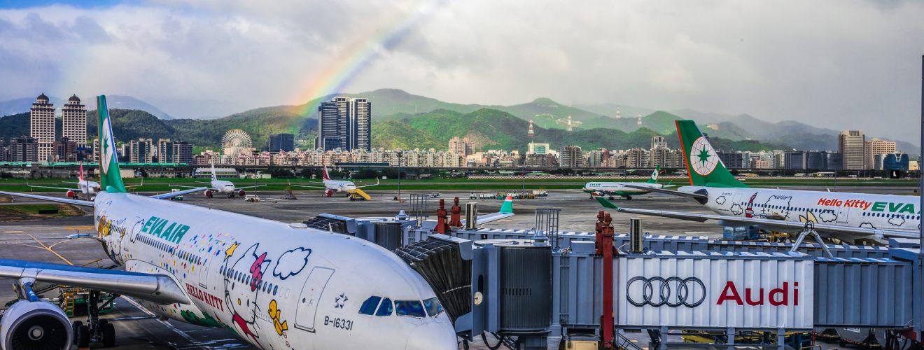 EverGreen Airline Hello Kitty Rainbow Taipei Songshan Airport 長榮航空 彩虹 松山機場 罷工終落幕!長榮航空對紛擾社會表達歉意