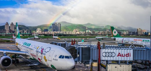 EverGreen Airline Hello Kitty Rainbow Taipei Songshan Airport 長榮航空 彩虹 松山機場 長榮航空再獲 TripAdvisor Travelers' Choice Awards 全球十大最佳航空公司獎肯定