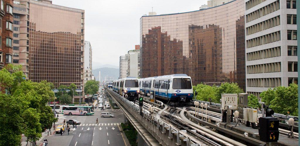 向柯文哲市長致歉懺悔 我就是窮才住外圍 請優惠捷運月票1600吧 Taipei MRT Elevated Rail 20090330
