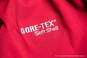 Gore-Tex 防水透氣薄膜所製成的登山夾克(攝影/林金亮)。