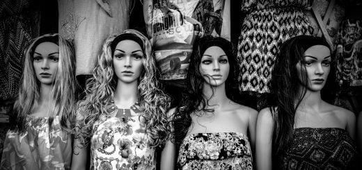 black and white dolls black white mannequine 20161221 年代新聞的名嘴邏輯:韓國瑜和吳子嘉桃色風暴
