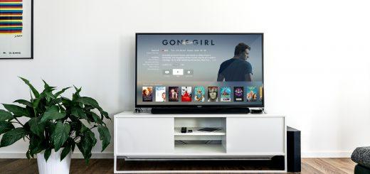 black flat screen tv on white wooden tv rack in living room design WiFi 網路多媒體機上盒 27 款遭NCC撤銷、廢止:OVO、安博、匯景、千尋盒子不合格