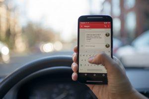 blur car cellphone contemporary wifi finder 海外旅行、打工度假,千萬別用手機、平板電腦隨便這樣做(WiFi 網路資安保護)