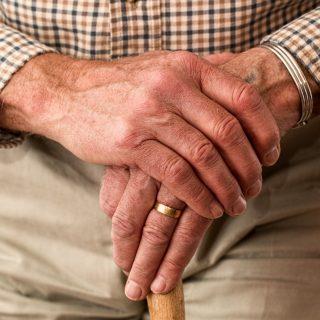 elder old man hands waiting senior 冬天保養/高齡長者日出而做,日落而息,外出運動注意氣溫變化!