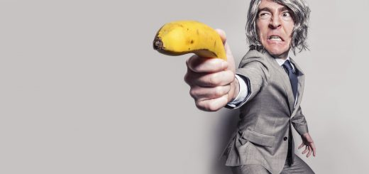 man in gray suit jacket holding yellow banana fruit while making face 臉書 Facebook 陷阱 一張圖片讓粉絲團秒犯眾怒 小編都該注意的血淚教訓