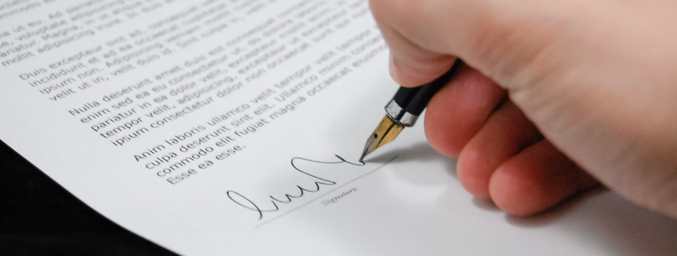 sign pen business document contract law legal 使用條款與法律聲明