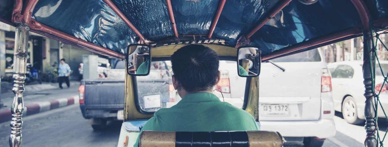 man in green polo shirt driving a motorcycle during daytime thailand 泰國旅遊:酷鳥航空 限時促銷 機票8折 優惠折扣碼