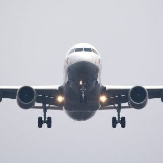 air travel airbus aircraft aviation airplane 想便宜買商務艙座位或是免費升等?航空公司不告訴你的 6 個秘密