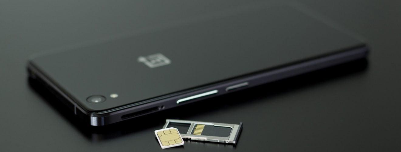 英國旅行上網方案的選擇(Giffgaff 網路吃到飽預付卡、Wifi 無線分享器) oneplus smartphone black and white sim prepaid internet