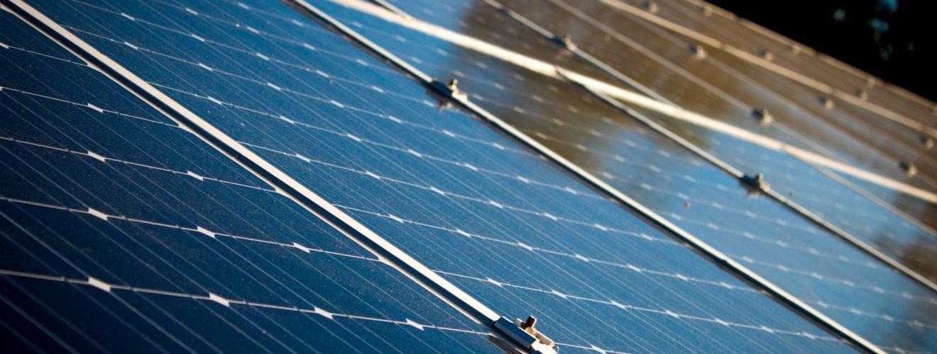 台灣人最愛鐵皮屋!為何中北部城市不適合安裝太陽能板屋頂? alternative alternative energy clean energy close up