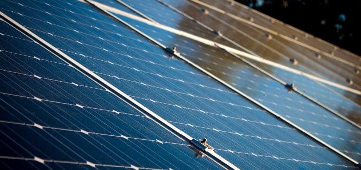 alternative alternative energy clean energy close up 台灣人最愛鐵皮屋!為何中北部城市不適合安裝太陽能板屋頂?