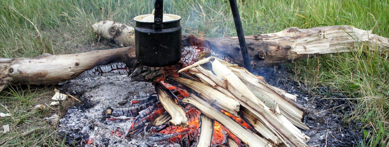 fireplace Boiled hot water stove wild outdoor 野外求生技術:戶外保存食物的 4 種安全方法