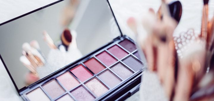 close up of woman make up cosmetic 市售美容化粧品宣稱內含大麻成分可護膚保養