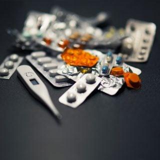 medicine thermometer tablets pills Medical cold 育兒衛教:12歲幼童禁用內含可待因成分的感冒藥、止咳糖漿等市售成藥