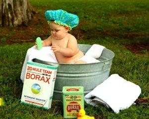 shirtless baby boy in galvanized tub Wash Hair 桶裝瓦斯好貴!?全國瓦斯行不合理的零售價格,一個被壟斷的市場