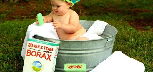 shirtless baby boy in galvanized tub Wash Hair 美國媽媽帶小孩子與寶寶的17個育兒絕招