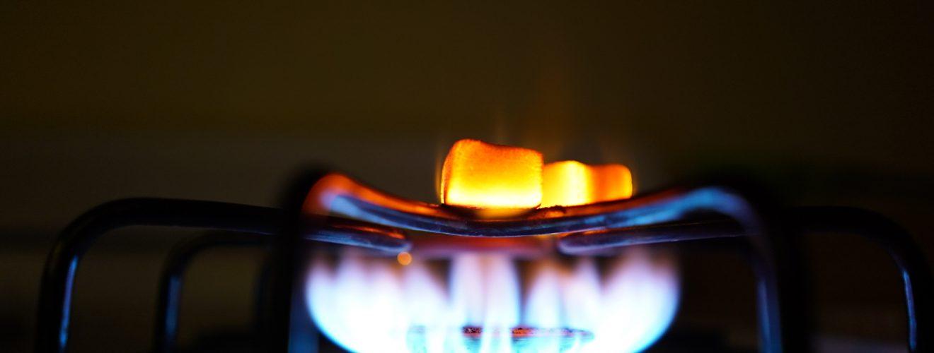 fire on gas burner stove 桶裝瓦斯好貴!?全國瓦斯行不合理的零售價格,一個被壟斷的市場