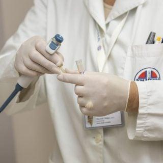 hospital laboratory medical clinic doctor health disease 境外感染 H7N9 流感移入國內首例確診 赴中國大陸旅遊出差需注意病毒感染