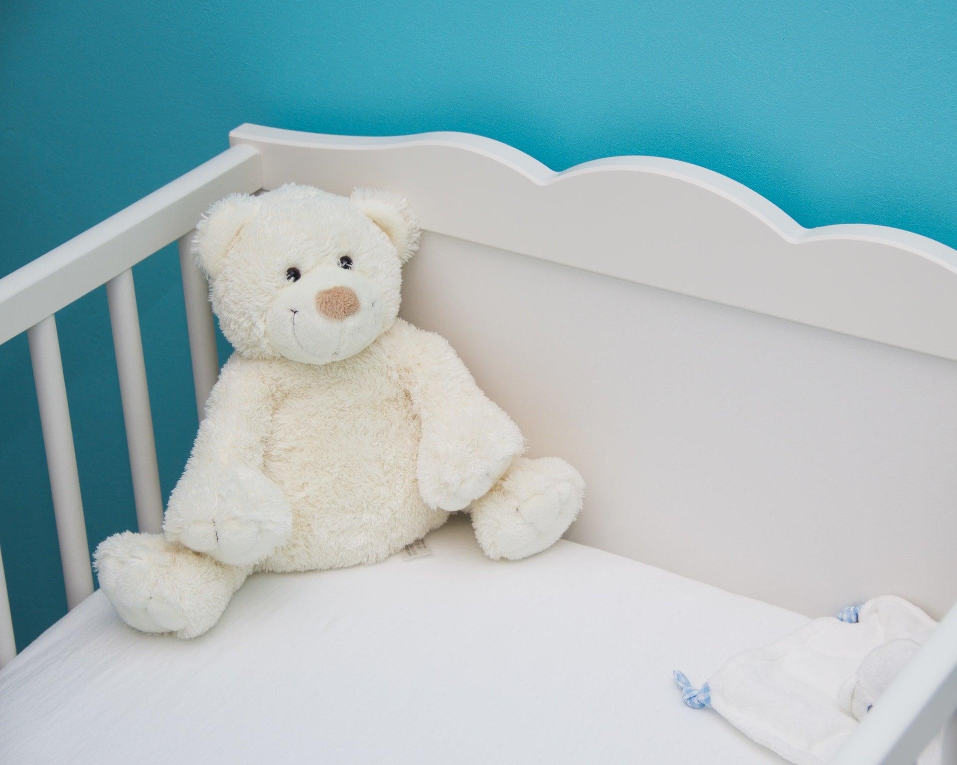 增加睡眠品質讓人一夜好眠地容易入睡的 3 個小技巧 baby bed blue blur room bed bear